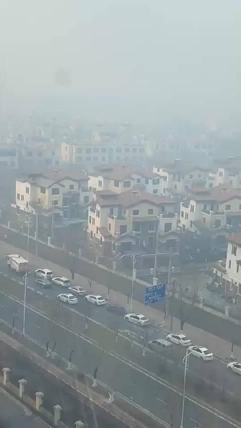 今天空气污染严重 ,大家要尽量减少外出时间哦