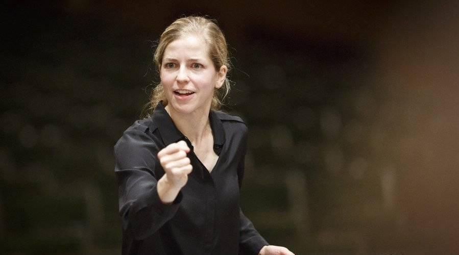 肖斯塔科维奇第十交响曲,Karina Canellakis指挥荷兰广播爱乐