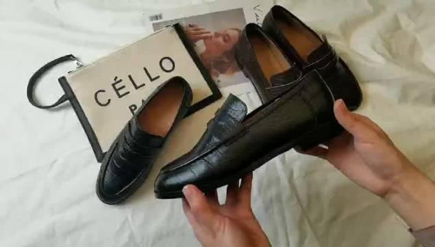 鳄鱼纹乐福鞋大家只能看卖家图,顺丰还没给我送来……