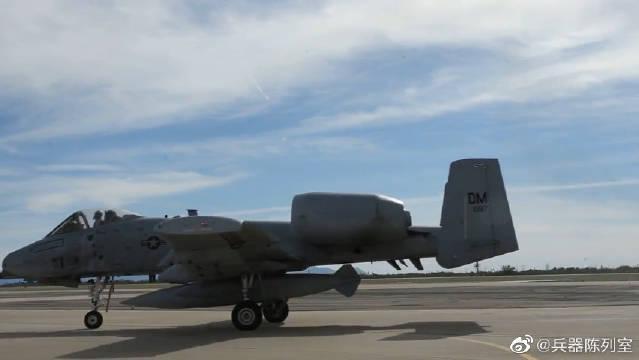 A-10攻击机由美国费尔柴尔德公司(Fairchild