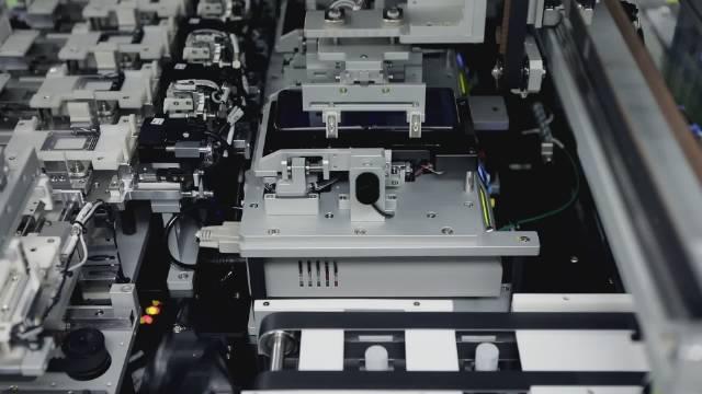 你们的Galaxy Z flip在工厂都练过了,So放心折叠吧