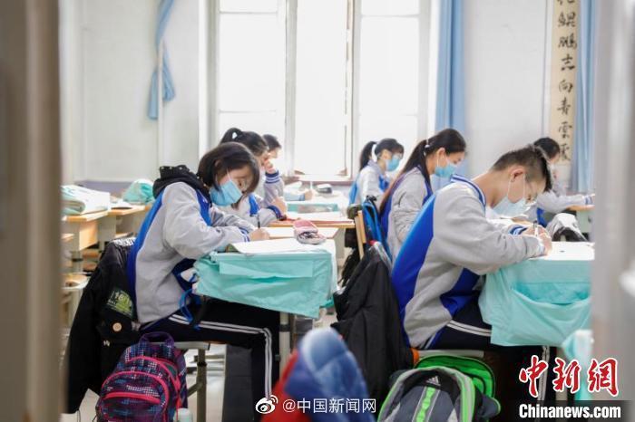 """黑龙江18.9万高中毕业生回校备战""""高考"""""""