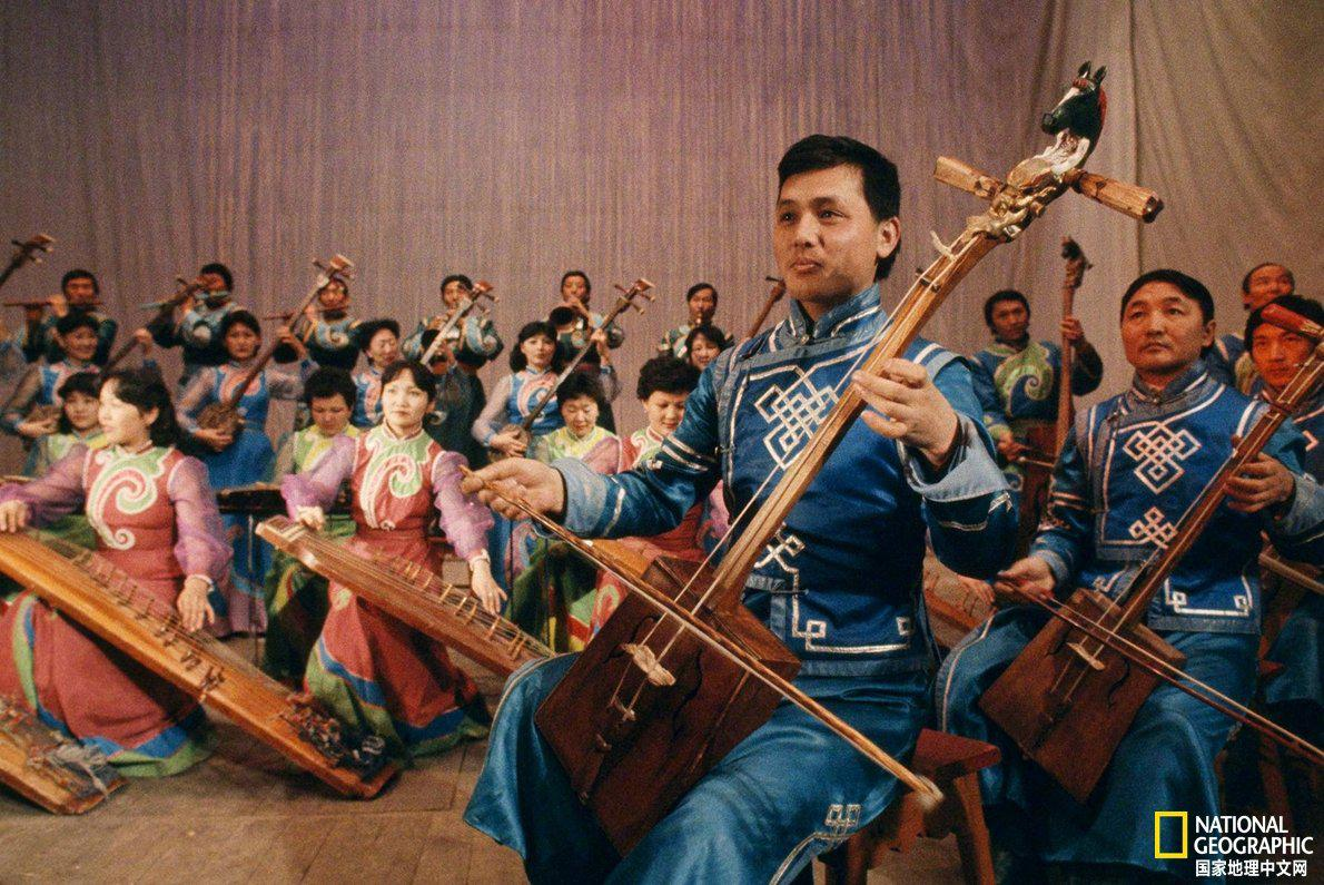 蒙古国国家交响乐团正在乌兰巴托举行音乐会
