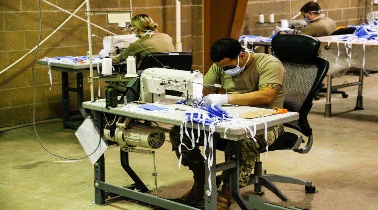 美特种司令部造口罩日产200个,中国15秒就能做到,外国人:厉害