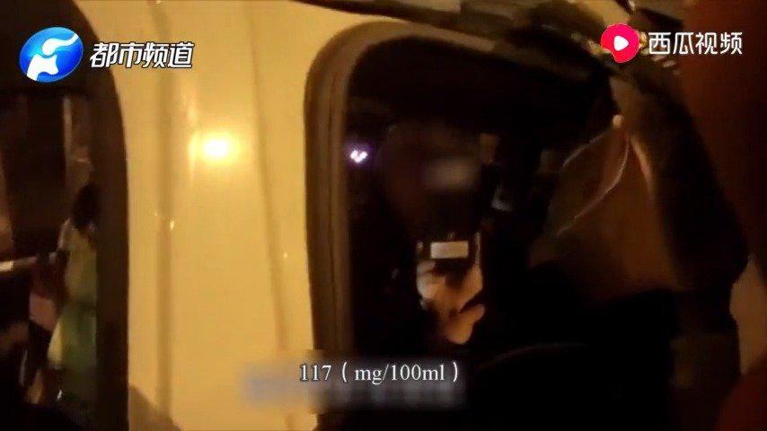谁看见警察不害怕!漯河男子醉驾看见警察就跑:你们不会打我吧?