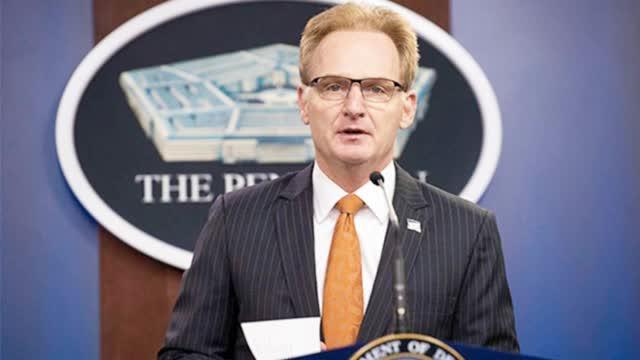 口无遮拦惹大祸,美国海军部长称吹哨舰长愚蠢惹众怒,被迫辞职