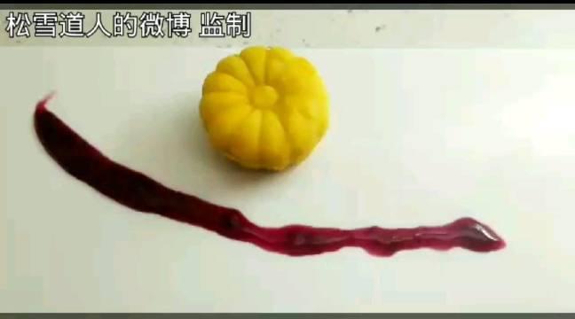 菊花芝士糯米小蛋糕加草莓,冰皮月饼甜点秀色可餐……