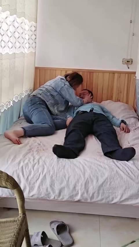 黑袜老爷们被媳妇欺负 放开他