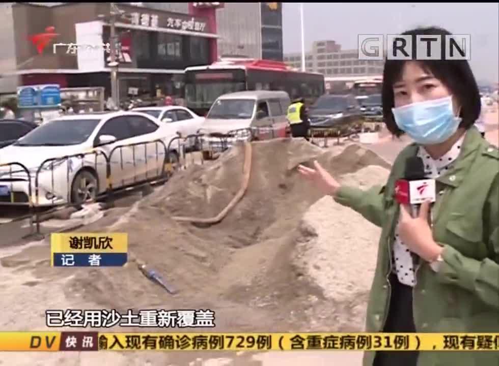 (DV现场)广州:路面突然塌陷 一轿车疾驰险陷其中