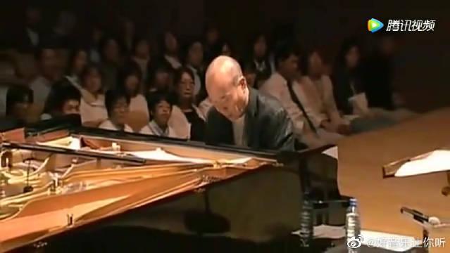 日本著名音乐人久石让现场弹奏《summer》……