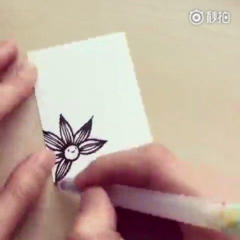 小卡片上的手绘黑白画。studiovcky(ins)