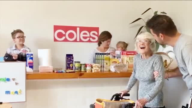 """居家隔离咋购物?男子为87岁老妈开""""家庭超市""""圆其梦"""
