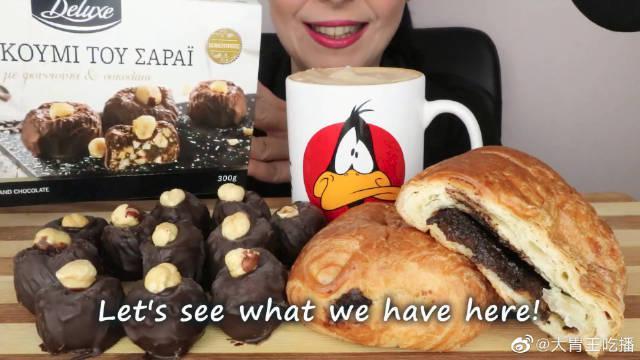 维也纳巧克力甜酥面包、巧克力涂层榛果土耳其软糖、泡沫咖啡……