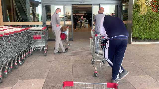 米兰郊区超市购物检查很严格大家也都蛮遵守规则的