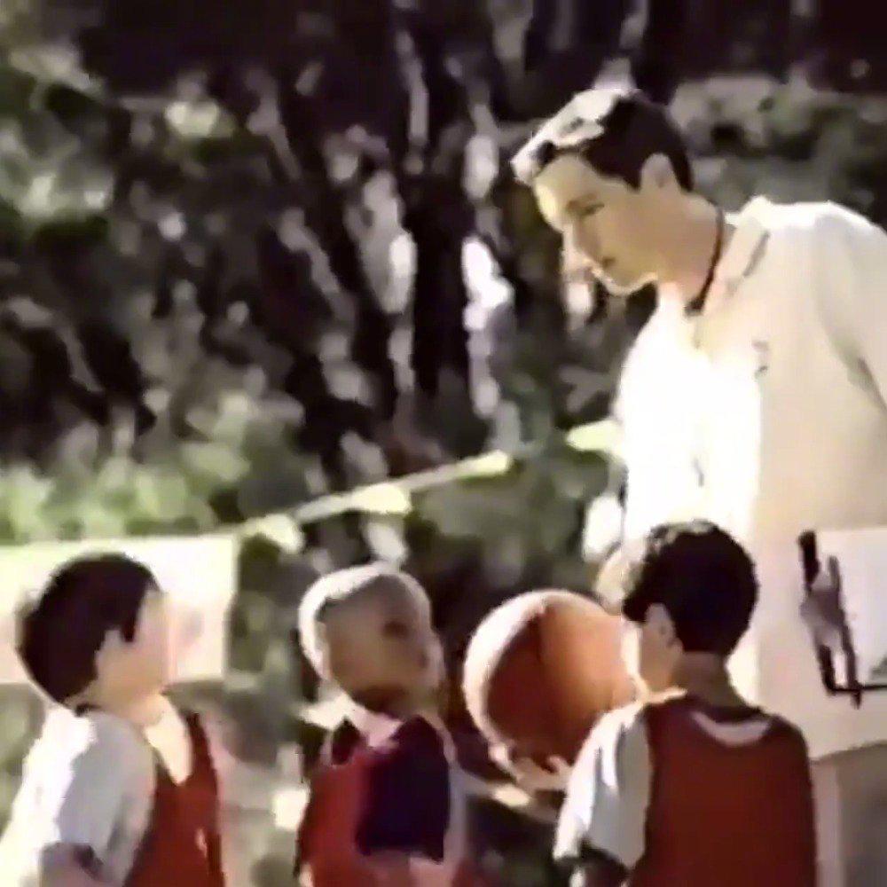 不会打,加一个!年轻时的科比带着小孩子们拍广告