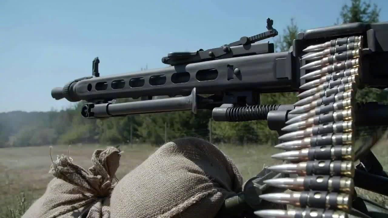 德国军队开始逐步用MG5机枪更换已经装备几十年的MG3机枪