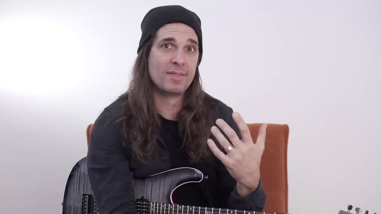 2015年,巴西吉他手Kiko Loureiro(ANGRA)加入美国 乐团