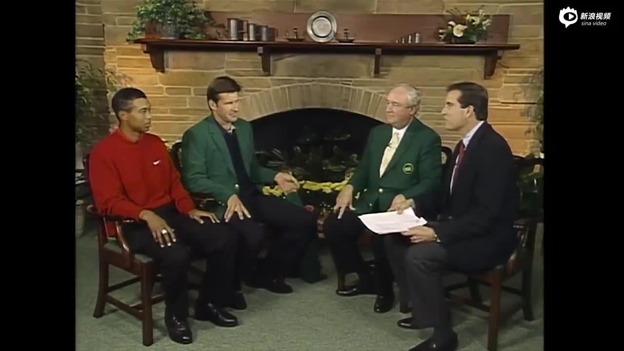 视频-1997年美国大师赛颁奖礼 佛度给伍兹穿上绿夹克