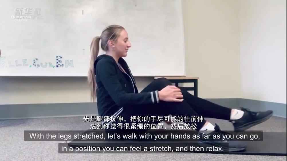 曾获世界冠军的意大利艺术体操运动员玛塔·帕格尼教你拉伸训练