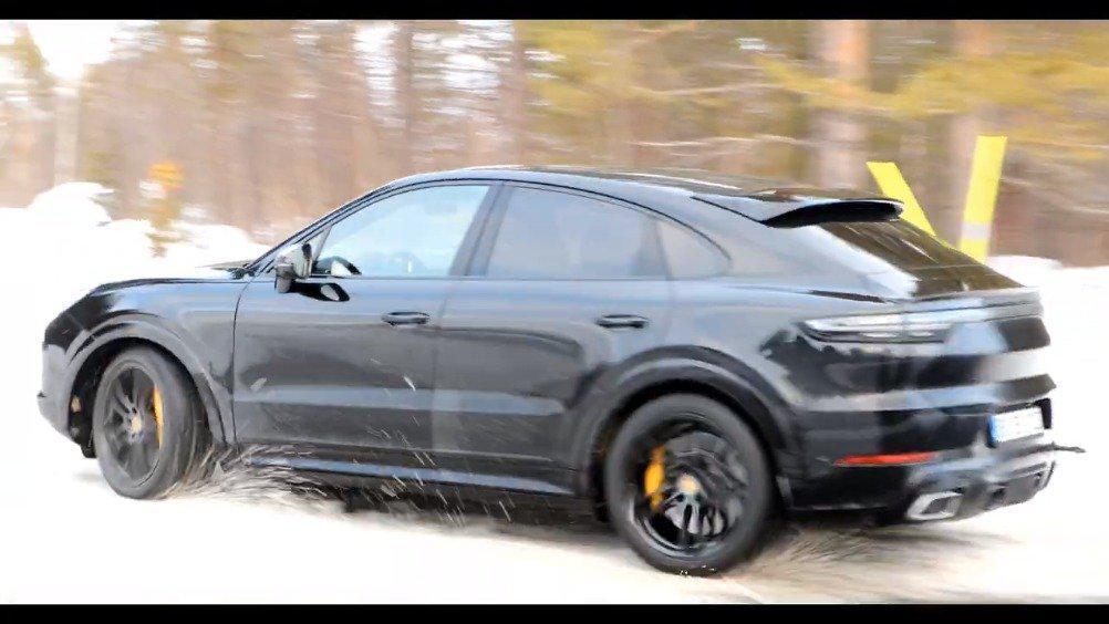 保时捷Cayenne Coupe GT测试视频……