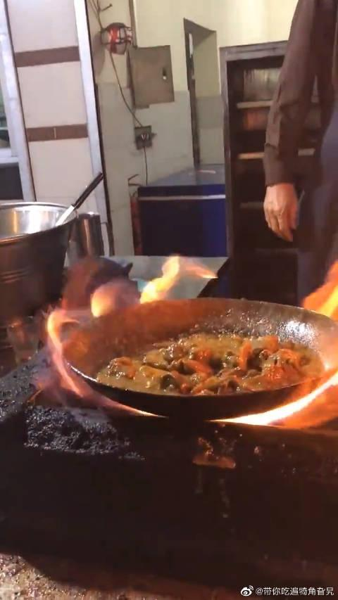 巴基斯坦的特色小吃街,有很多没见过的美食
