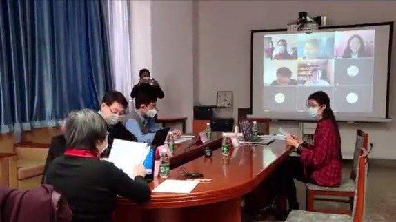 今年疫情期间,清华大学举行首场博士学位论文线上答辩