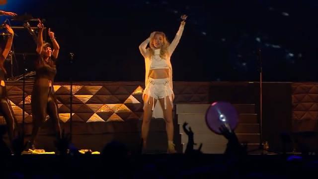绵羊姐Ellie Goulding科切拉Coachella音乐节现场演唱《Burn》视