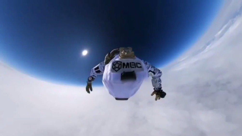 俄罗斯联邦安全局特种部队中心战士在约1万米高空跳伞~