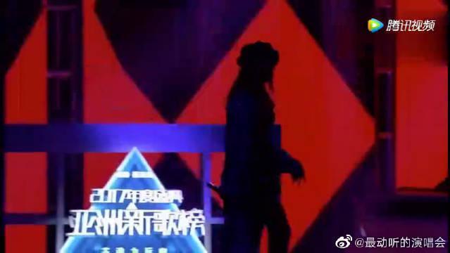 嘻哈侠欧阳靖和吉克隽逸合唱《新世界》……