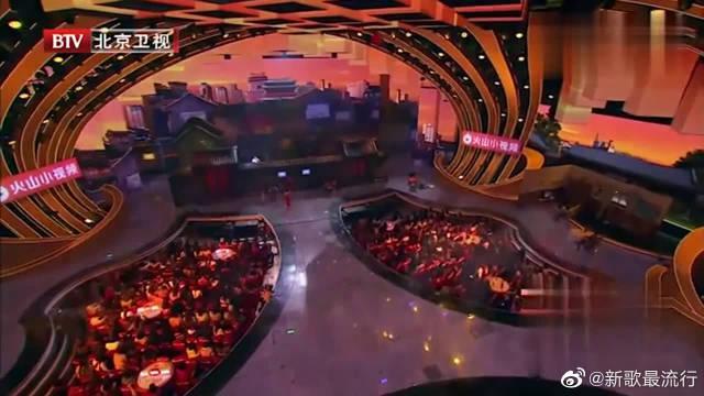 北京春晚:杨紫、关晓彤与许魏洲、韩东君合唱《儿时》……