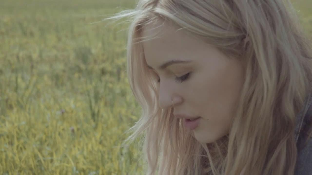 加拿大流行女歌手Lennon Stella新单Older Than I Am官方MV释出