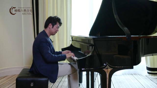 郎朗试弹施坦威郎朗黑钻钢琴,确实是钢琴王子范儿!