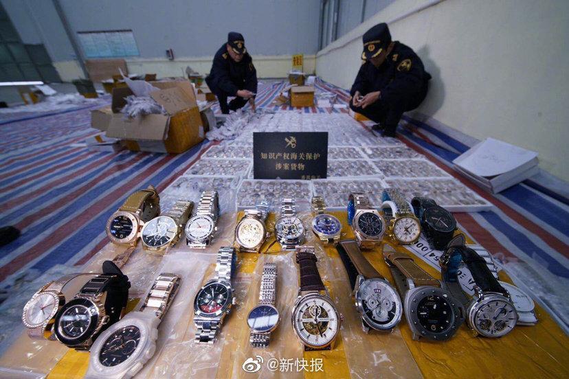 """广州集中销毁两万余件侵权消费品 涉及""""NIKE""""""""ROLEX""""OMEGA"""