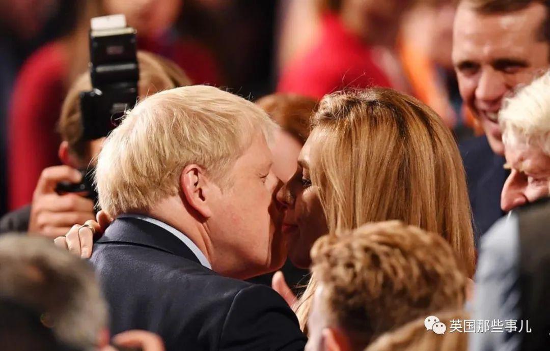 约翰逊跟未婚妻的娃出生了 英国人都猜这是他第几个娃