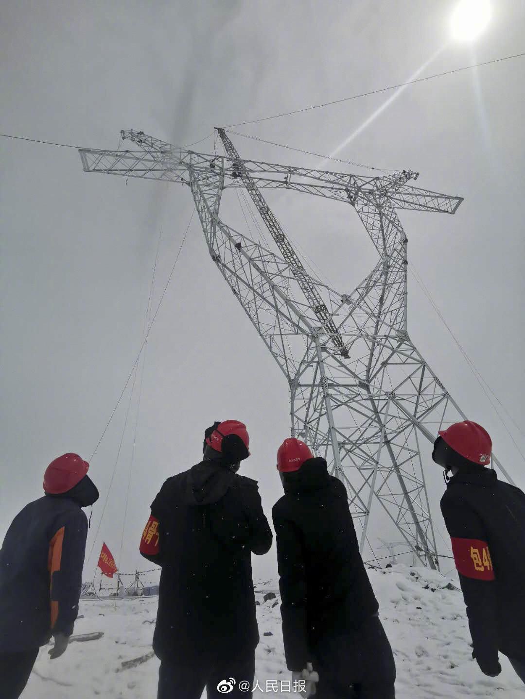 新纪录!世界海拔最高500千伏输电铁塔完成组立图片