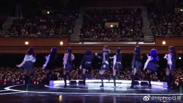 JYP可爱的女儿们啊!TWICE韩国青龙电影奖表演新歌《Yes or Yes》