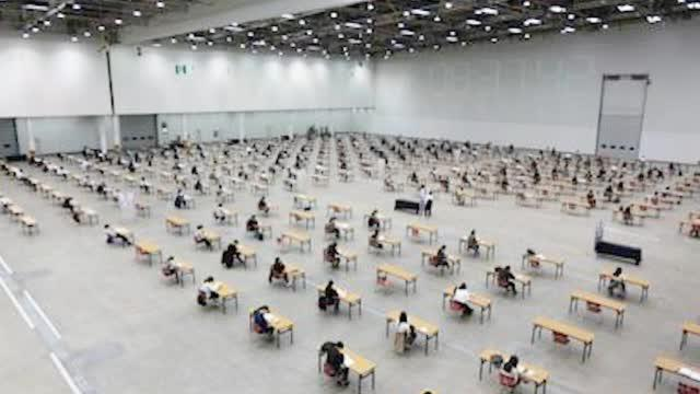 疫情后首次!韩国大邱举办千人室内考试 体温异常考生无法进入