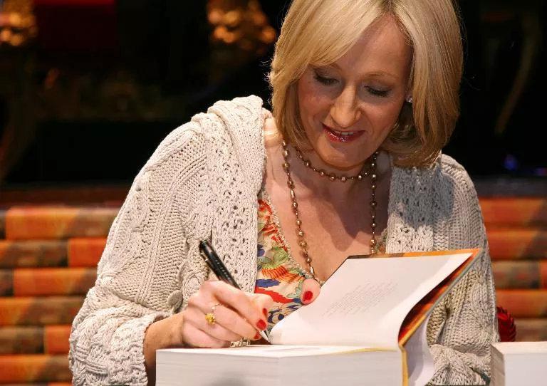 《哈利波特》作者JK罗琳捐出百万抗疫善款