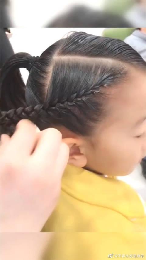 发量多的就这样扎,霸气侧漏的编发,看着就是个小公主