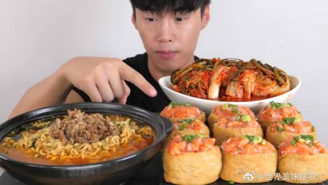 大胃王美食吃播,韩国小哥吃泡菜泡面三文鱼寿司