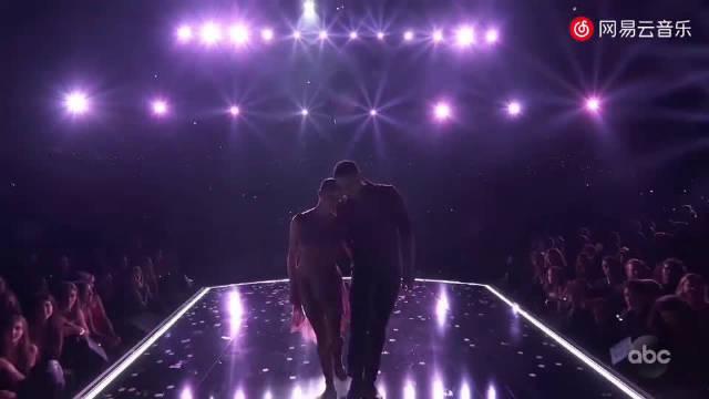 2019年AMA 全美音乐奖霉霉最新钢琴弹唱《Lover》太美了