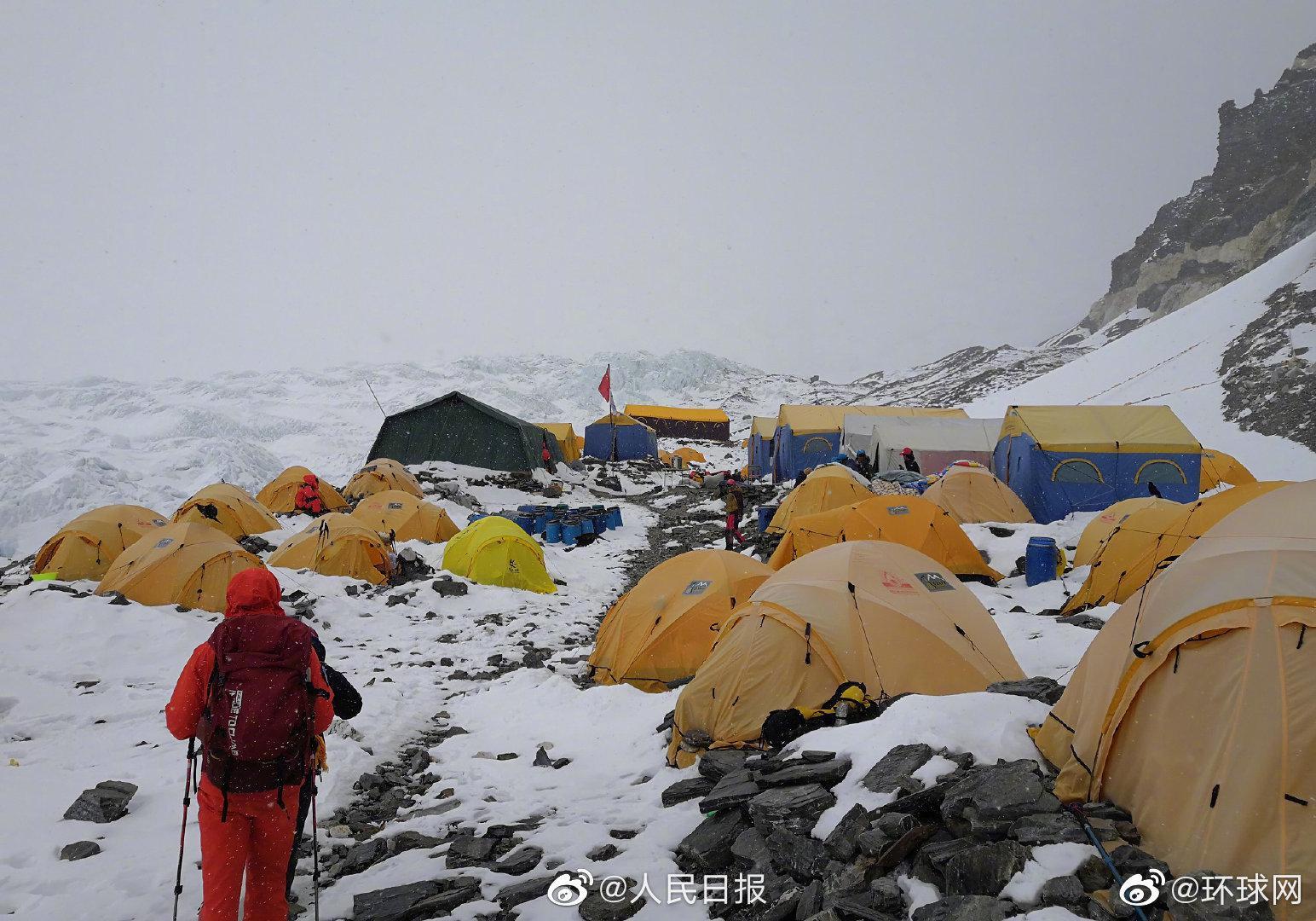 珠峰测量登山队员抵达6500米营地图片