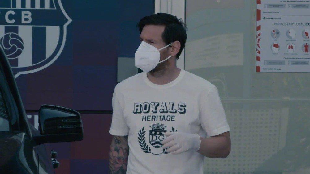 视频-梅西领衔巴萨核酸检测 皮克口罩戴的不行啊
