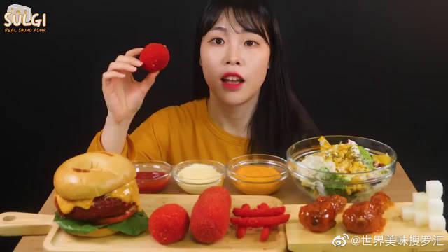 韩国吃播小姐姐,吃香辣热狗、芝士球、炸鸡、汉堡、沙拉……