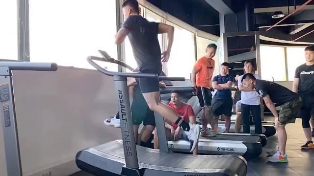 运动表现 跑台:加速 全速训练