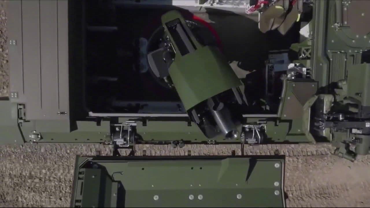 皮兰哈V型8X8轮式自行迫击炮