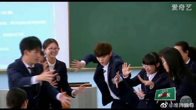 《我去上学啦》跳舞cut~ 这就是传说中的可盐可甜的男子了吧