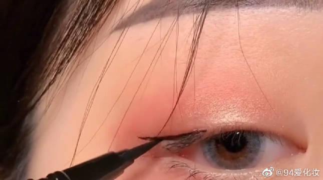 单眼皮肿眼泡的小姐姐看过来,日常提神眼线学起来!