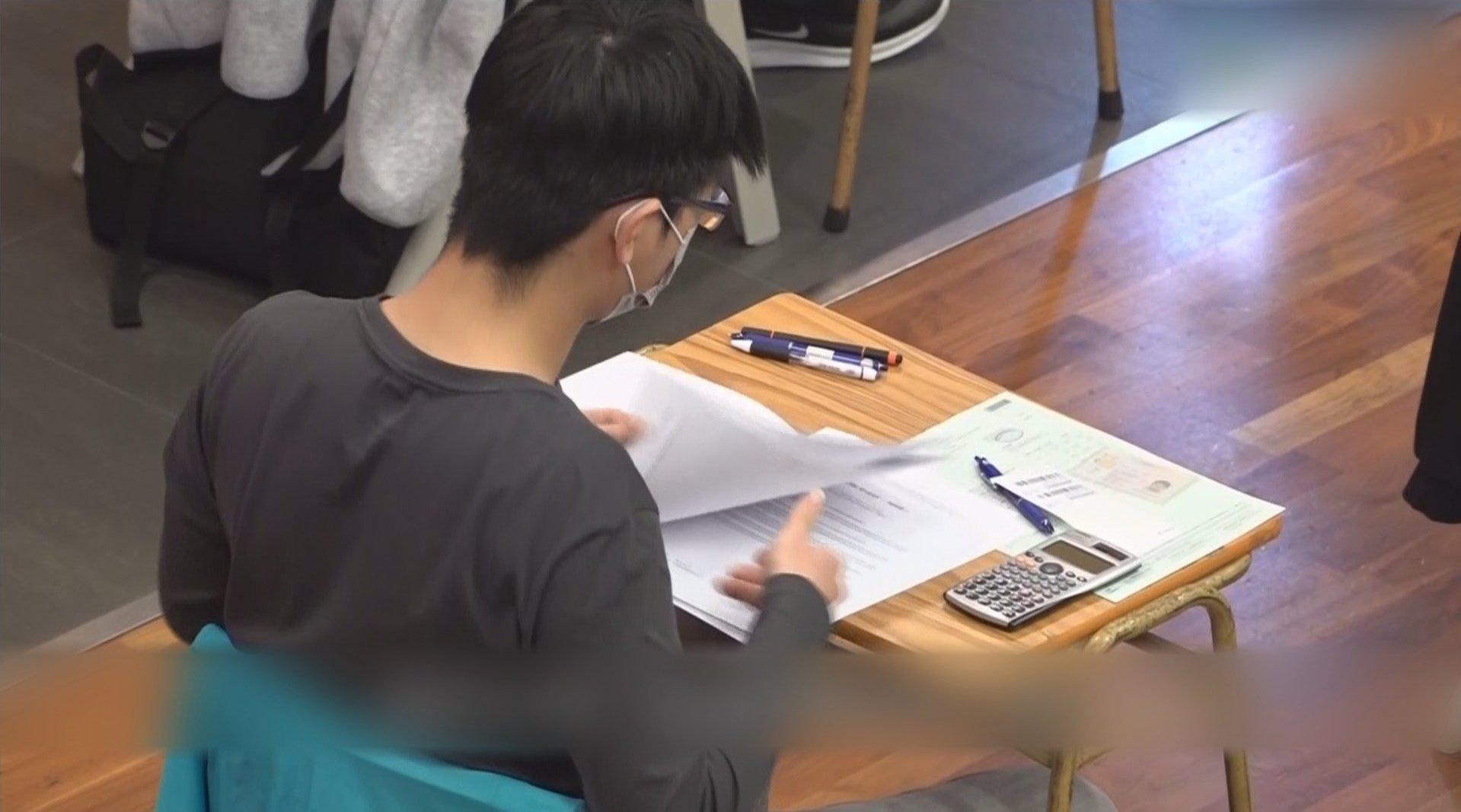 """新华社:香港 必须建立与""""一国两制""""相适应的新教育体制"""