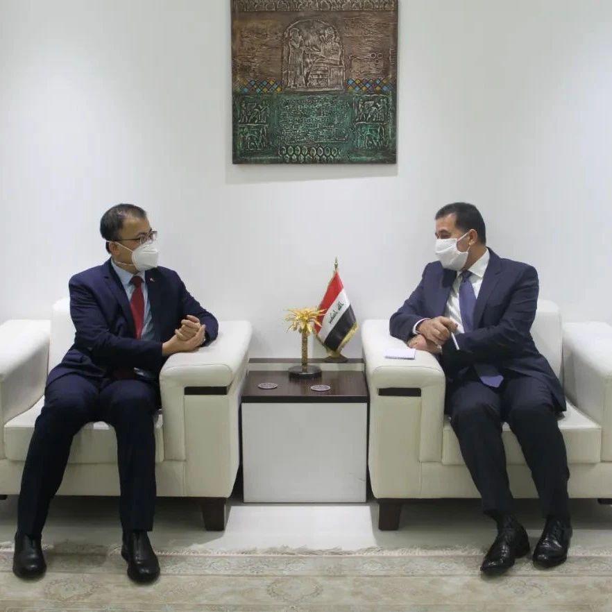 【驻外掠影】驻伊拉克大使张涛会见伊代理外长穆斯塔法